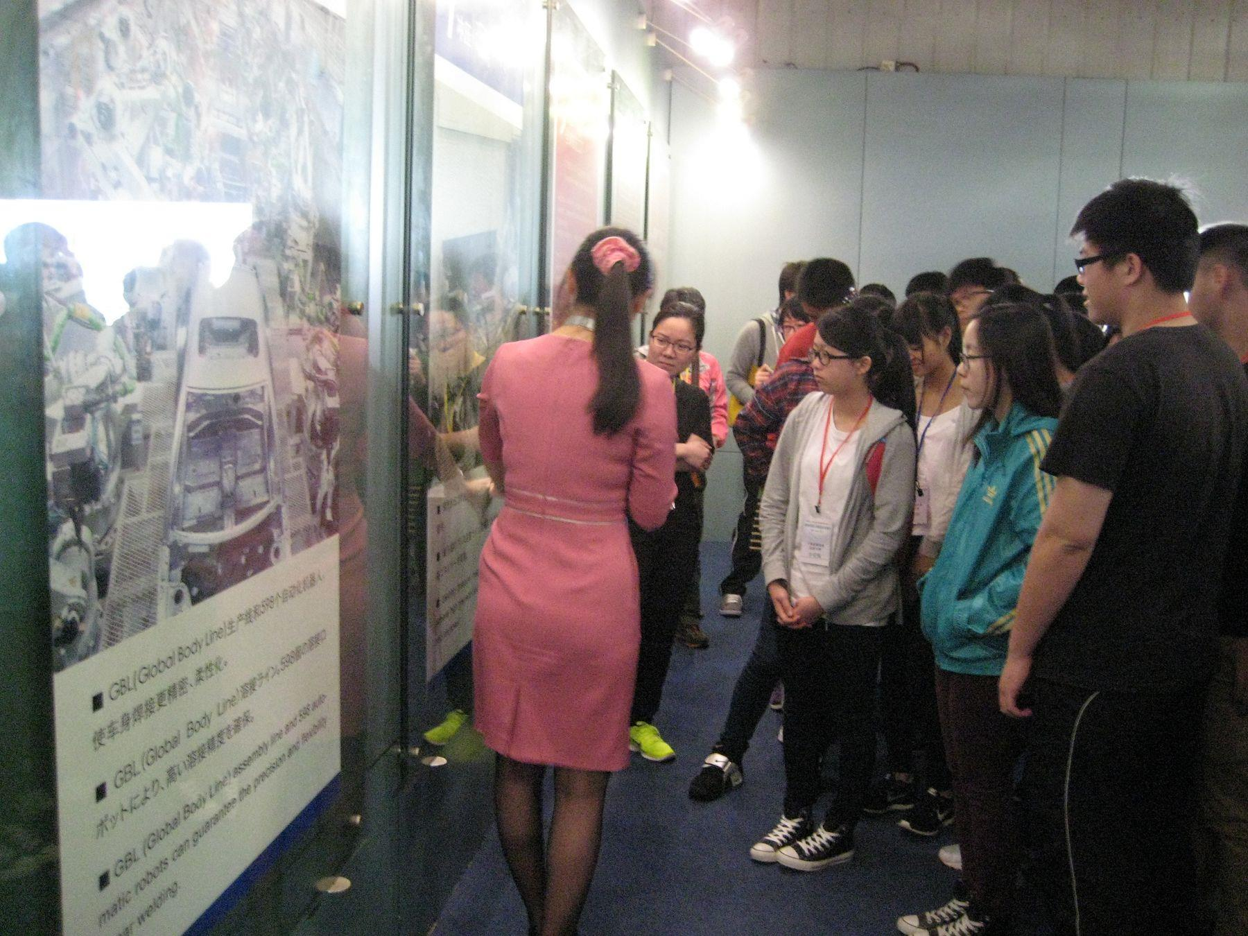 The docent explained the structure of the car to students.