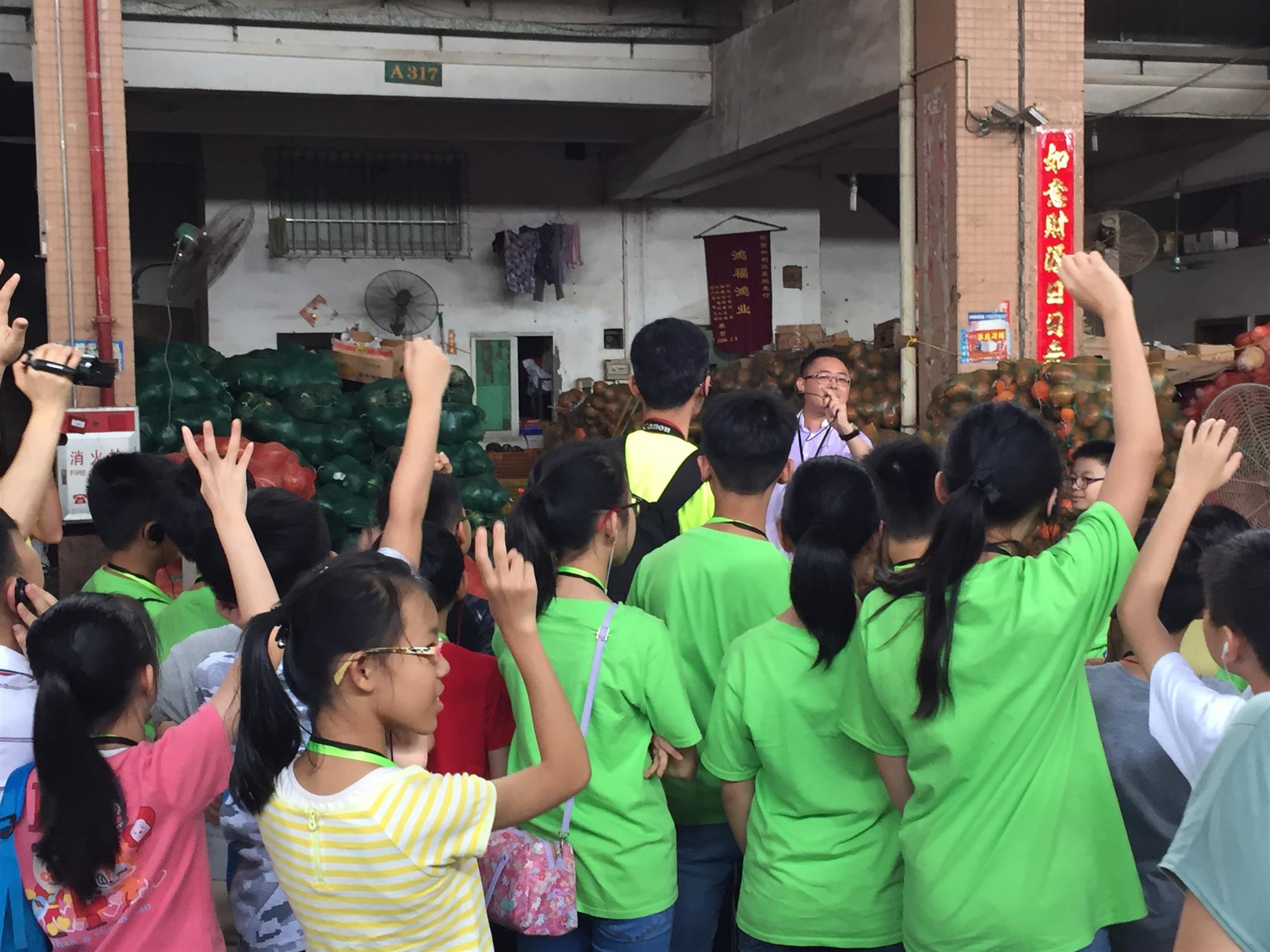 Students were visiting the Run Feng International Vegetables Transaction Center in Dongguan.