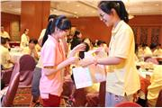Students from Beijing and Hong Kong were playing ice-breaking games on the first day of the programme. They were exchanging souvenirs and contact details.