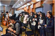 Students were visiting Orchestra rehearsals at China Conservatory.