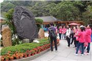 The tour guide explained to students on how Ding Hu Shan developed into a tourists' attraction, allowing students to understand the development of tourism in the local area and inquire into the effects of exploration of natural landscape for sight-seeing upon the environment, economy and livelihood of the local residents.