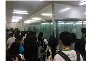 Students were listening to the staff introducing the Aseptic Training Center of Ausia BioTech in Hangzhou.