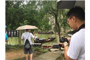 Students were visiting East Lake in Shaoxing.