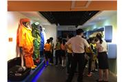 Students were visiting the exhibition in the Guangdong Entry-Exit Inspection and Quarantine Bureau.