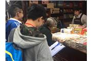Students were conducting project learning in Qibao ancient town
